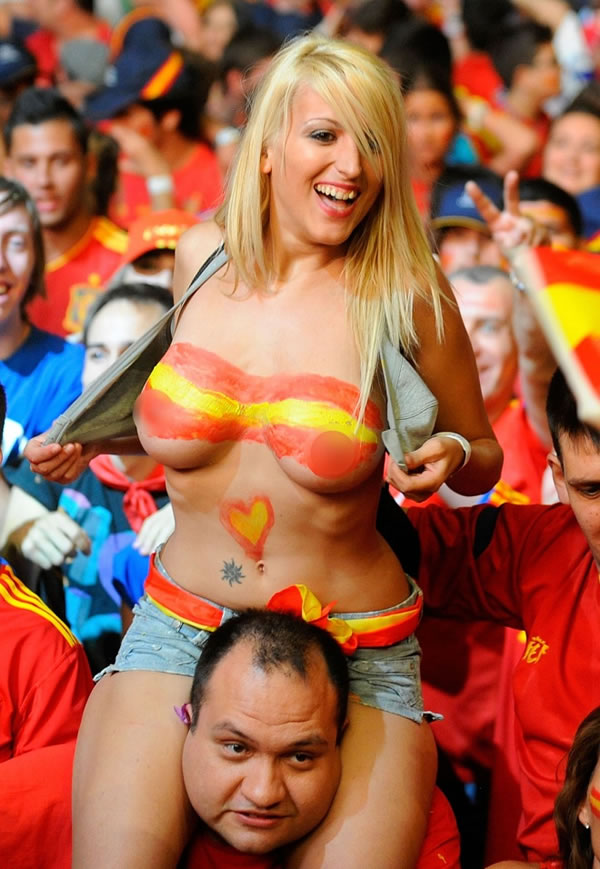 futmall football sexy women fans
